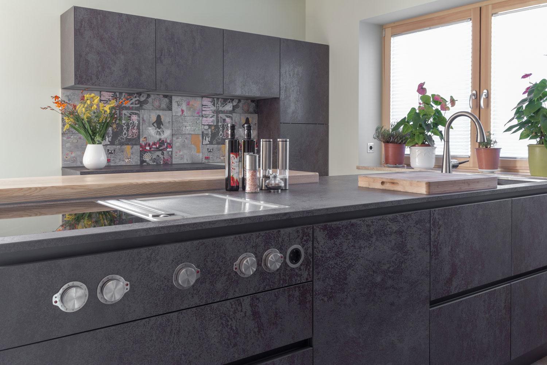 vidrostone interieur zeitlose k che in schwarz metallic. Black Bedroom Furniture Sets. Home Design Ideas