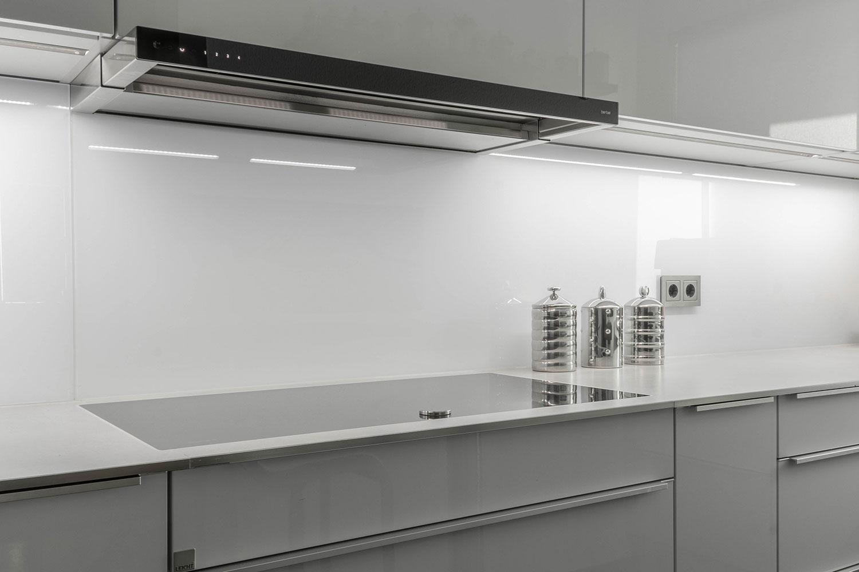 futuristische k che in u form vidrostone interieur. Black Bedroom Furniture Sets. Home Design Ideas