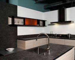 Luxuriöse Küche in Schieferoptik