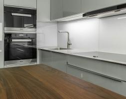 Futuristische Küche in U-Form